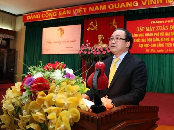 Bí thư Thành ủy Hà Nội Hoàng Trung Hải phát biểu tại buổi gặp mặt