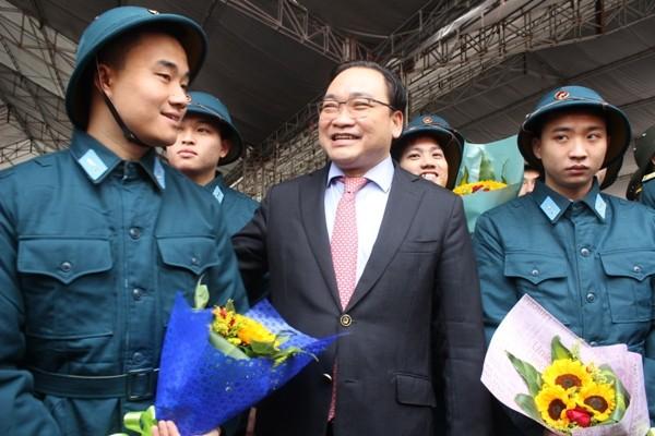 Bí thư Thành ủy Hà Nội Hoàng Trung Hải động viên thanh niên quận Ba Đình l