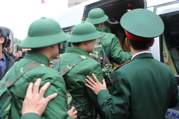 Những hình ảnh xúc động tại lễ giao nhận quân 2017 ảnh 4