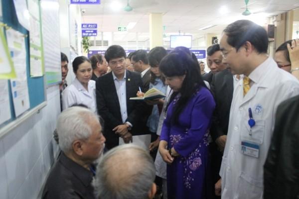 Bộ trưởng Nguyễn Thị Kim Tiến chưa hài lòng với quy trình khám chữa bệnh