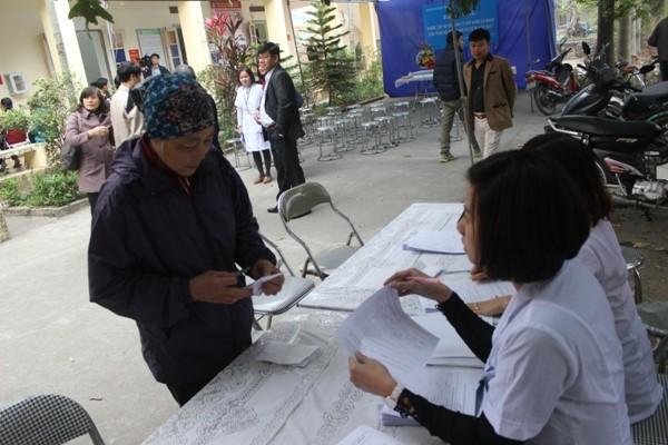 Người dân khi đến cần xuất trình CMND và cung cấp thông tin để lập hồ sơ