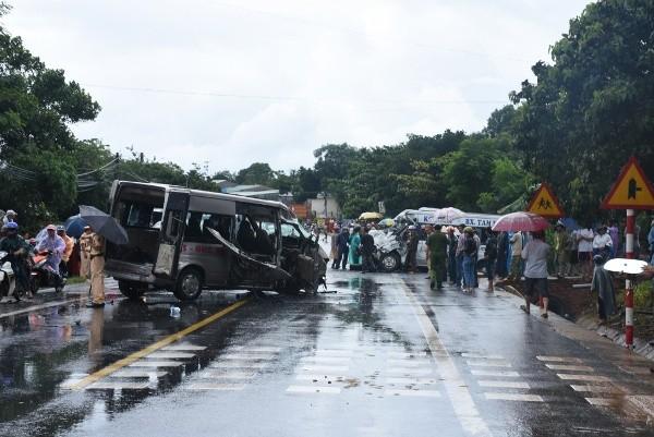Hiện trường vụ tai nạn giao thông khiến 4 người tử vong, trong đó có một bệnh nhân HIV