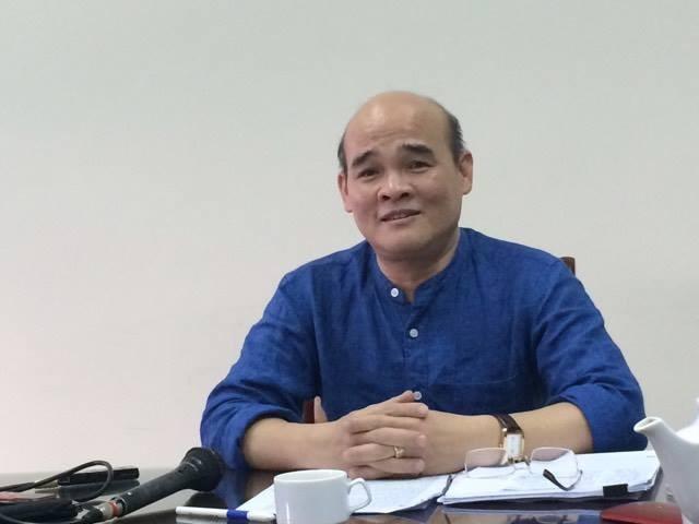 TS Nguyễn Huy Quang trao đổi với báo chí