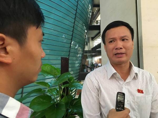ĐBQH Triệu Thế Hùng trả lời phỏng vấn Báo ANTĐ tại Quốc hội sáng 15-11