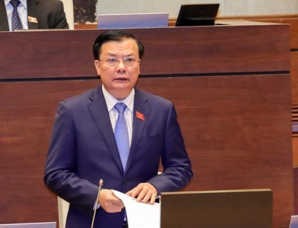 Bộ trưởng Bộ Tài chính Đinh Tiến Dũng trả lời chất vấn trước Quốc hội