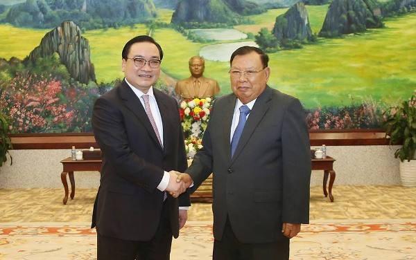 Bí thư Thành ủy Hà Nội Hoàng Trung Hải hội kiến Tổng Bí thư - Chủ tịch nước CHDCND Lào