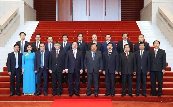 Đoàn đại biểu cấp cao TP Hà Nội chụp ảnh lưu niệm với lãnh đạo Đảng, Nhà nước