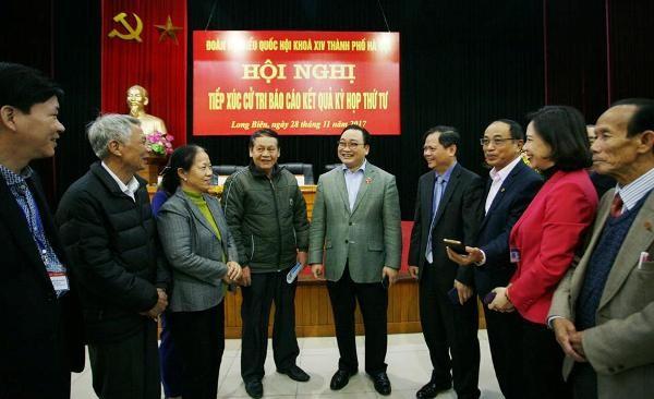 Bí thư Thành ủy Hà Nội Hoàng Trung Hải tiếp xúc cử tri quận Long Biên, sáng 28-11