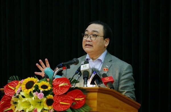 Bí thư Thành ủy Hoàng Trung Hải phát biểu tại buổi tiếp xúc cử tri quận Long Biên