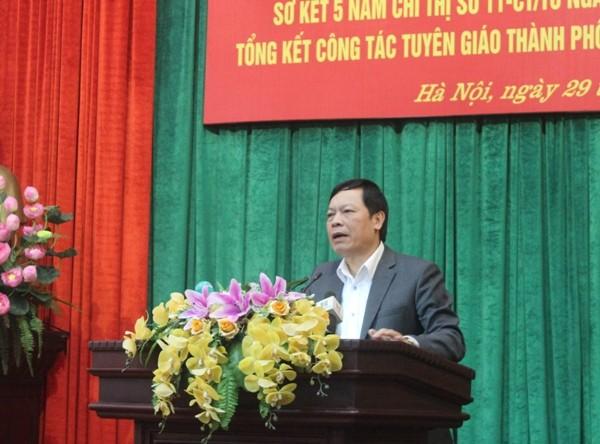 Phó Trưởng Ban Tuyên giáo Trung ương Phạm Văn Linh phát biểu tại hội nghị