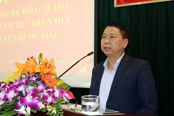Chủ tịch UBND huyện Quốc Oai Nguyễn Hồng Lâm phát biểu tại một hội nghị của huyện