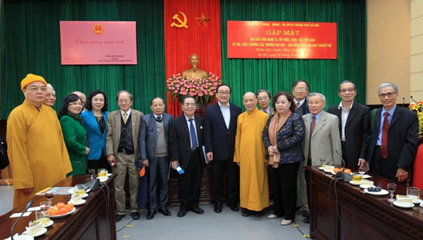 Lãnh đạo thành phố Hà Nội gặp mặt các văn nghệ sĩ, trí thức, chức sắc tôn giáo