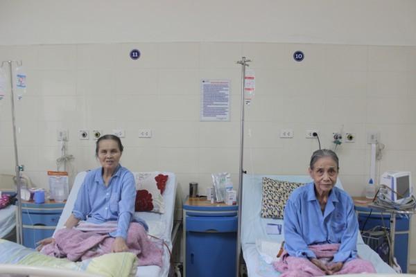 Sau ca mổ, 2 cụ bà cùng 86 tuổi lại nằm cùng một phòng điều trị