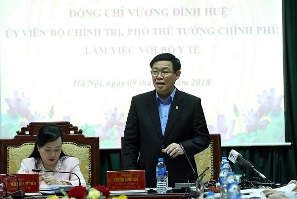 Phó Thủ tướng Chính phủ Vương Đình Huệ phát biểu tại buổi làm việc ở Bộ Y tế