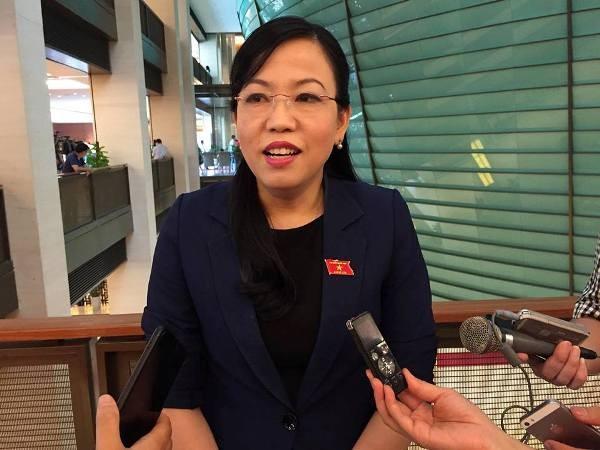 ĐBQH Nguyễn Thanh Hải trả lời phỏng vấn báo chí bên hành lang Quốc hội sáng 24-5