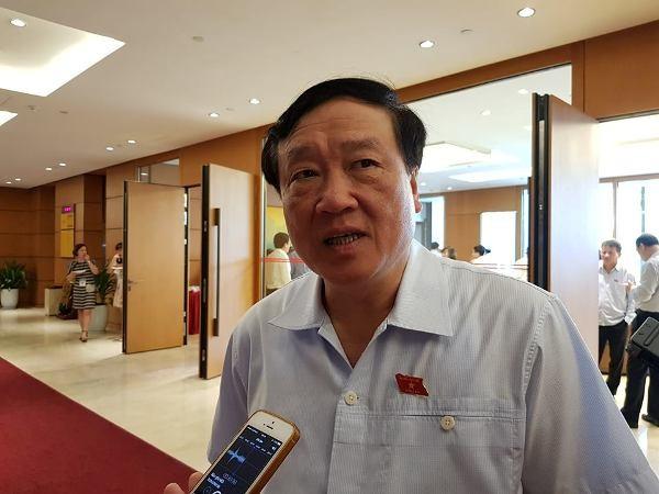 Chánh án TAND TC Nguyễn Hòa Bình trả lời phỏng vấn báo chí tại Quốc hội sáng 30-5