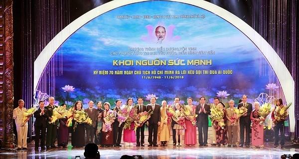 Lãnh đạo Đảng, Nhà nước, Ủy ban MTTQ Việt Nam chúc mừng các điển hình tiên tiến trong phong trào thi đua yêu nước của TP Hà Nội