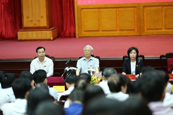 Khung cảnh buổi tiếp xúc cử tri tại hội trường trụ sở UBND quận Thanh Xuân