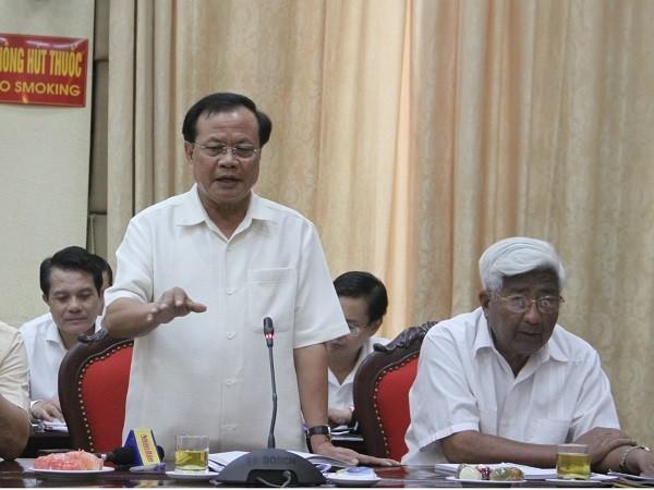 Nguyên Bí thư Thành ủy Hà Nội Phạm Quang Nghị góp ý tại hội nghị