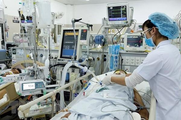 Điều trị bệnh nhân nặng tại Bệnh viện Bạch Mai