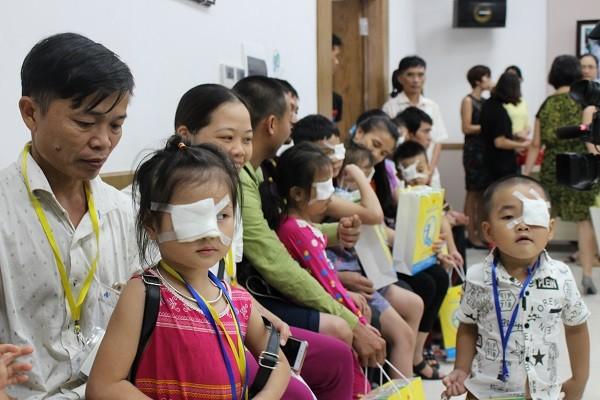Gần 100 trẻ em nghèo ở Tuyên Quang đã được phẫu thuật mắt miễn phí