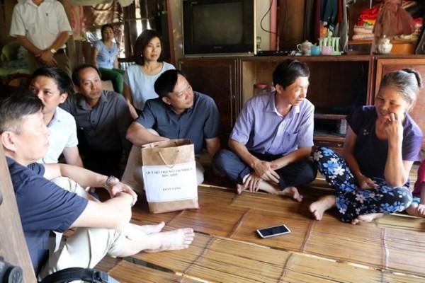 Đoàn công tác của Bộ Y tế về khảo sát, tìm hiểu một số nhà dân ở xã Kim Thượng