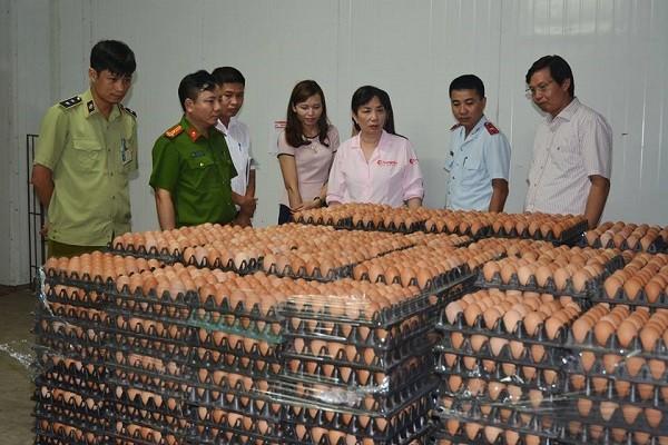 Đoàn thanh tra liên ngành ATVSTP số 1 TP Hà Nội kiểm tra một cơ sở thực phẩm tại huyện Thạch Thất