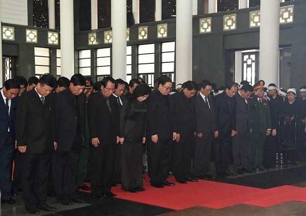 Đoàn đại biểu Hà Nội mặc niệm tưởng nhớ Chủ tịch nước Trần Đại Quang