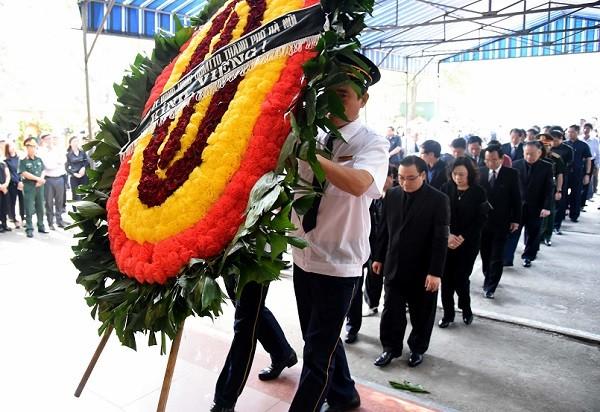 Đoàn thành phố Hà Nội vào viếng đồng chí Nguyễn Đình Sở