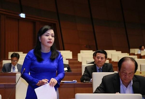 Bộ trưởng Bộ Y tế Nguyễn Thị Kim Tiến phát biểu tại Quốc hội sáng nay, 27-10