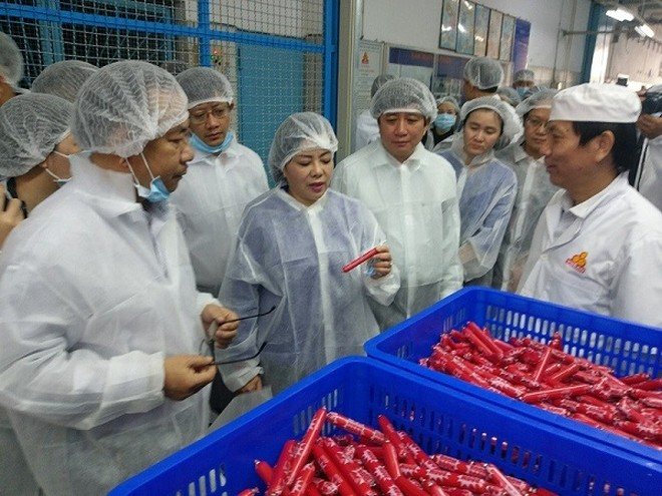 Bộ trưởng Bộ Y tế Nguyễn Thị Kim Tiến kiểm tra ATTP tại TP Hồ Chí Minh