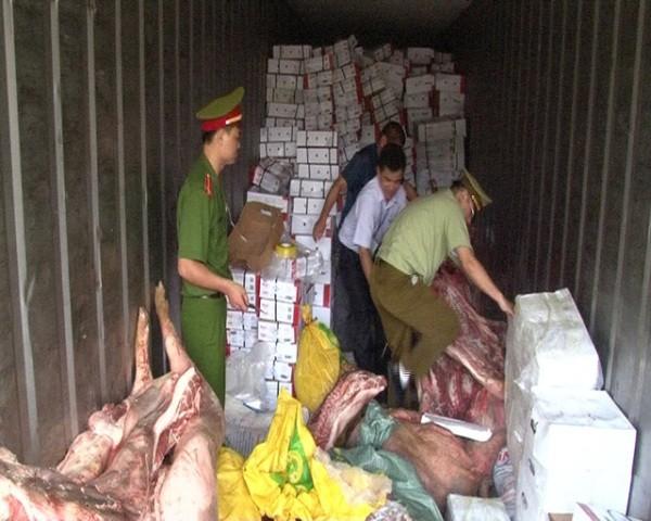 """Cơ quan chức năng liên tiếp phát hiện, bắt giữ hàng tấn thịt lợn """"bẩn"""" đang đi tiêu thụ"""