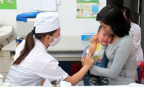 Vẫn còn nhiều người dân chủ quan, không đưa trẻ đi tiêm vaccine phòng bệnh đầy đủ