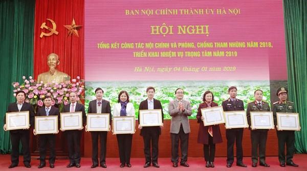 Bí thư Thành ủy Hoàng Trung Hải trao Bằng khen cho 10 tập thể có thành tích trong công tác nội chính, phòng chống tham nhũng