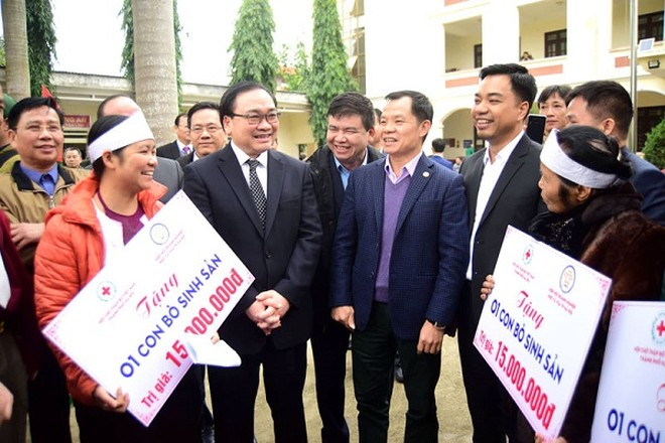 Bí thư Thành ủy Hoàng Trung Hải trao quà Tết và trò chuyện với nhân dân huyện Ba Vì