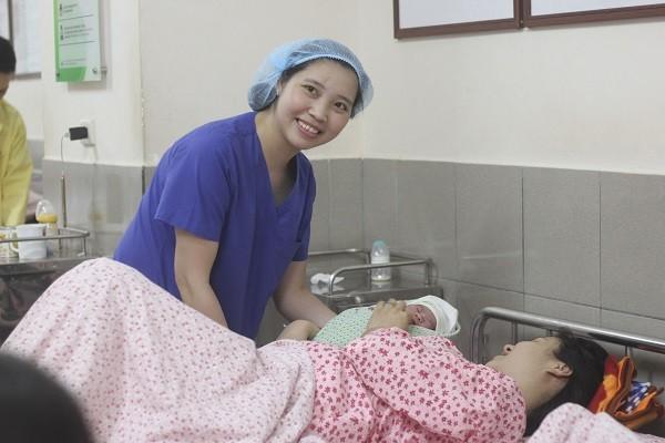 Những nỗi đau ám ảnh và nụ cười hạnh phúc của nữ bác sĩ sản khoa trẻ tuổi ảnh 1