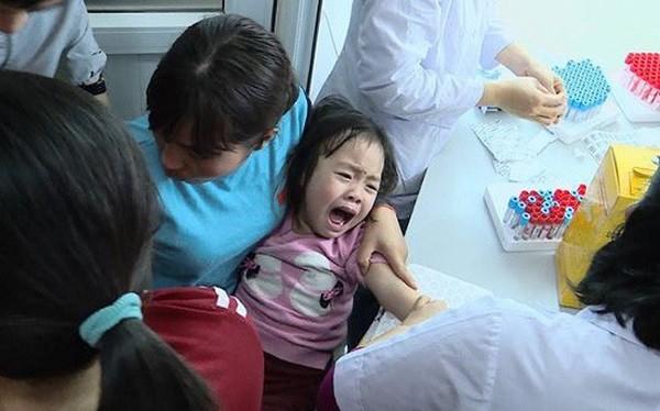 3 ngày qua, có hơn 2.000 trẻ mầm non ở Bắc Ninh về Hà Nội xét nghiệm sán lợn