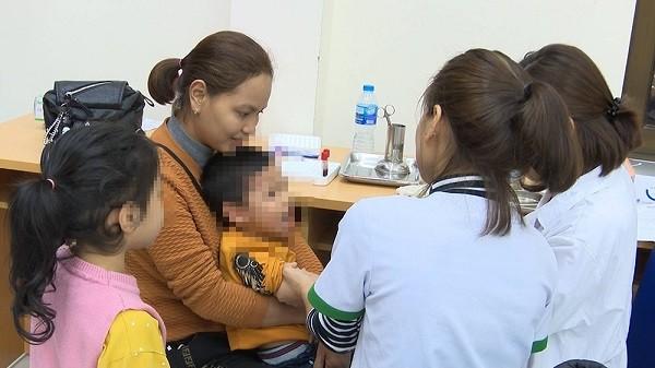 Thứ trưởng Bộ Y tế: Hai bệnh viện xét nghiệm sán lợn ồ ạt cho dân là… thiếu nhạy cảm ảnh 2