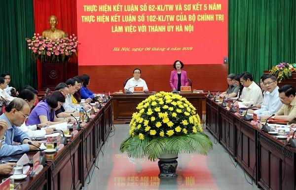 Đồng chí Trương Thị Mai, Trưởng Ban Dân vận Trung ương - Trưởng đoàn Kiểm tra làm việc với Thành ủy Hà Nội