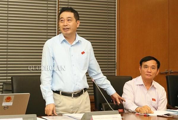 Ông Lê Đình Nhường phát biểu tại một phiên thảo luận tổ ở Quốc hội