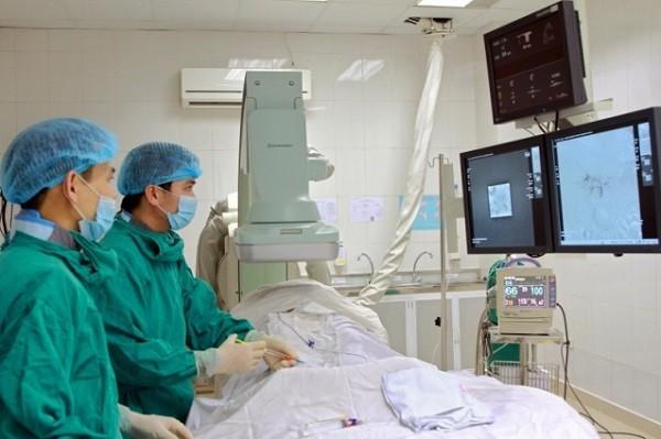 Kỹ thuật nút mạch gan được thực hiện tại một bệnh viện của Hà Nội