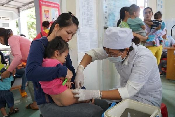 Cục Quản lý Dược yêu cầu báo cáo tình trạng thiếu vaccine dịch vụ tại một số địa phương