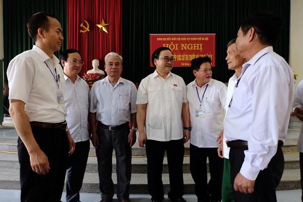 Bí thư Thành ủy Hoàng Trung Hải tiếp xúc cử tri huyện Ba Vì chiều 25-4
