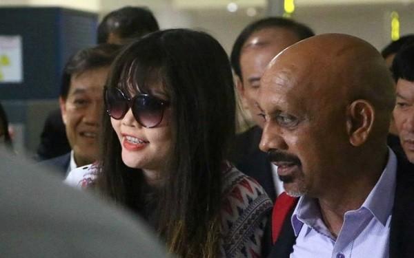 Hình ảnh Đoàn Thị Hương rạng rỡ ở sân bay khi về nước nhận được nhiều bình luận trái chiều của dư luận