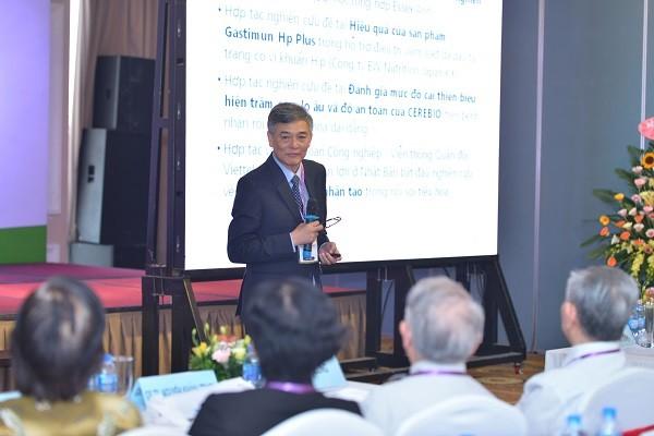 GS.TS Đào Văn Long trình bày báo cáo khoa học tại hội nghị