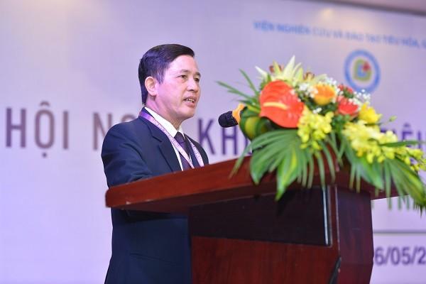 PGS.TS Nguyễn Duy Thắng chia sẻ tại hội nghị khoa học tiêu hóa, gan mật, diễn ra ở Hà Nội sáng 26-5