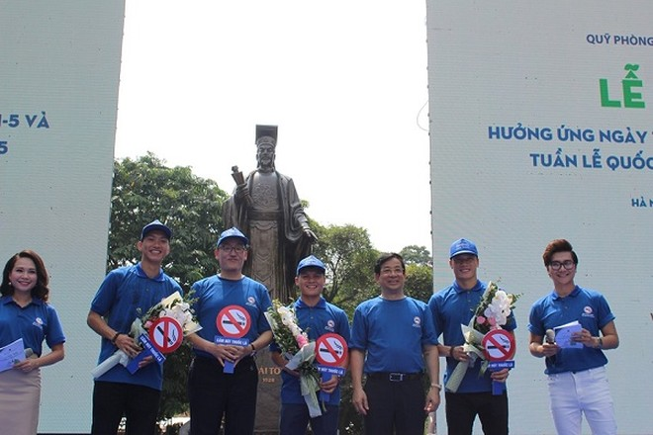 3 cầu thủ ngôi sao của đội tuyển bóng đá Việt Nam có mặt tại lễ mít tinh