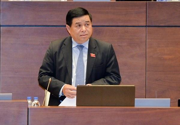 Bộ trưởng Bộ KH&ĐT Nguyễn Chí Dũng báo cáo tại Quốc hội