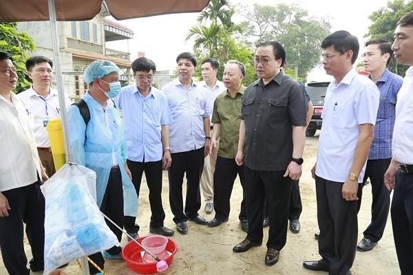Bí thư Thành ủy kiểm tra chốt kiểm dịch bệnh tả lợn tại ngã ba Yên Thái (Quốc Oai)