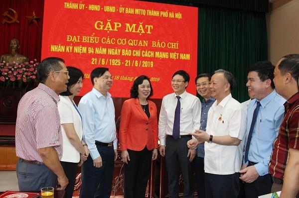 Lãnh đạo TP Hà Nội gặp mặt đại diện các cơ quan quản lý báo chí; đại diện các cơ quan báo chí Trung ương và địa phương